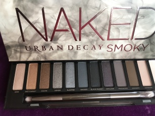 Smoky eyes: every girls make up staple, this palette is perfect for creating a smoked out look in golds, silver, bronze or grey. I'm in love with it.